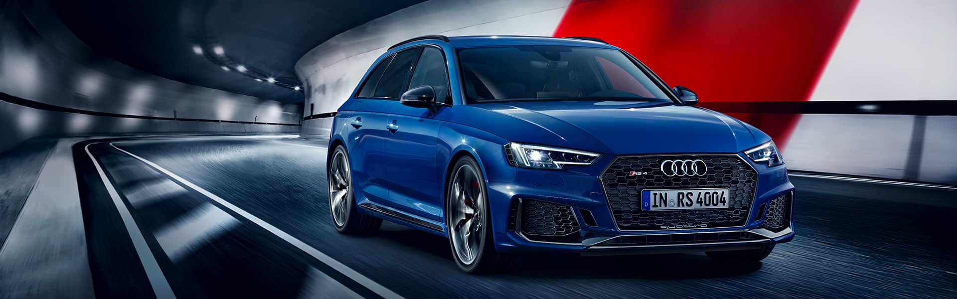 The new Audi RS 4 Avant combines performance with everyday convenience.