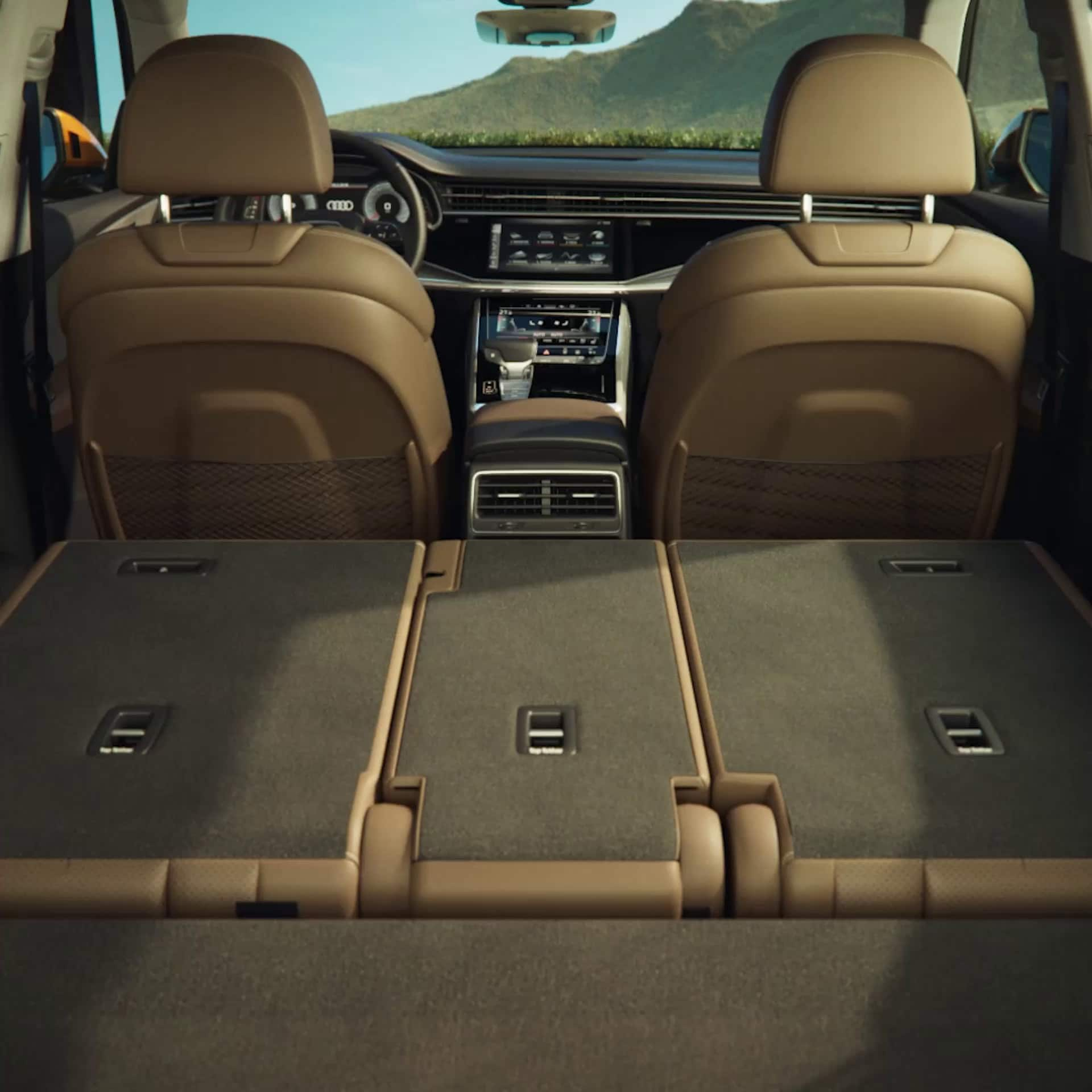 Animated backseats Audi Q8